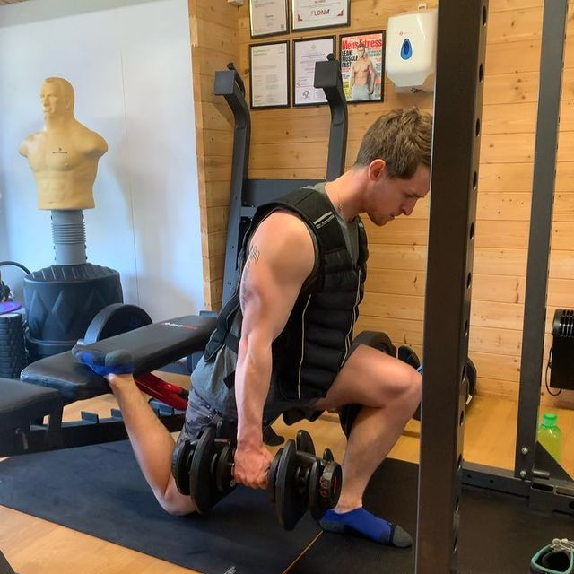 Health Coach - Weighted Lunge